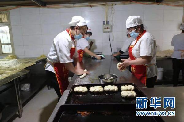 """[热点]甘肃武威:""""烤出来""""的扶贫车间"""