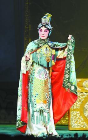 著名京剧表演艺术家张火丁再度复演《霸王别姬》 戏迷让剧场升温