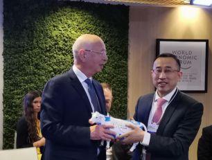 达沃斯蒙牛时刻|IBC理事会 卢敏放提议提升中国企业家话语权 施瓦布积极回应
