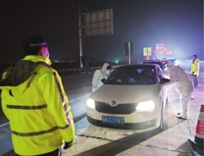 武汉对进出城车辆实施排查:不漏一车一人 24小时运转