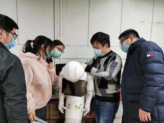 中国移动5G智能医护呆板人在武汉上岗