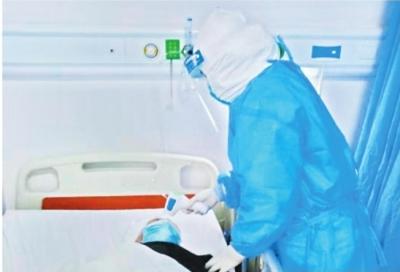 90后护士暖心守护 90岁老人痊愈在望