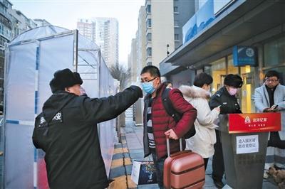 迎客流高峰 北京各火车站设留验站筛查体温异常旅客
