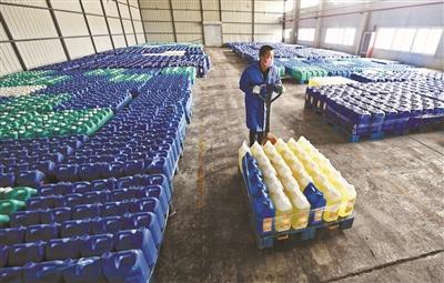 生产线24小时不间断 消毒液厂产能增速10倍