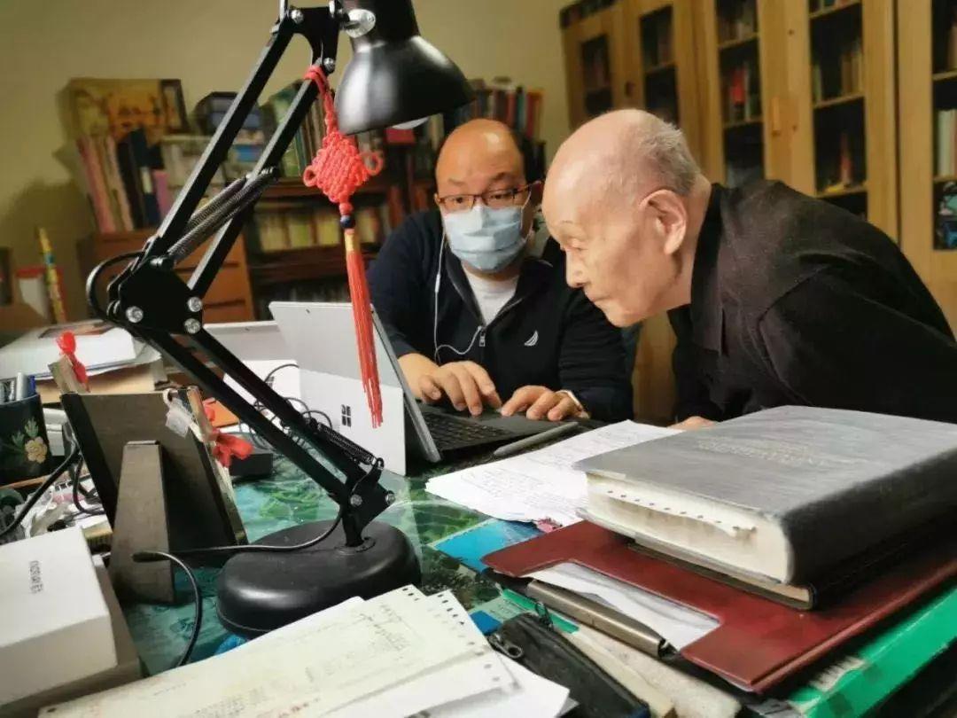95岁清华教授开直播授课上热搜 网友:再也不逃课了