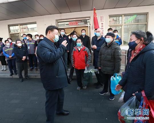 2月10日,习近平在北京市朝阳区安贞街道安华里社区,了解基层一线疫情联防联控情况。