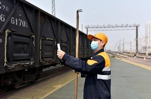 """有一种挺身而出叫""""最美铁路人""""丨战""""疫""""中的铁路人"""