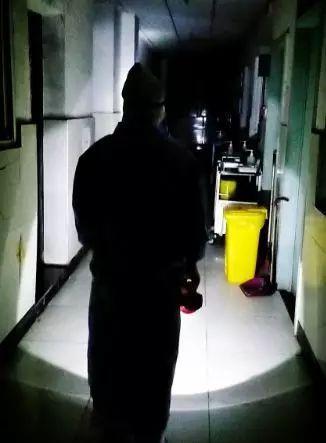 """【你有多美】凌晨4点~隔离病房的""""提灯女神"""""""
