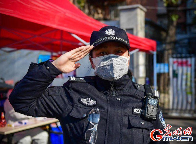 武漢社區民警曹怡坤:為居民服務的心一直熱乎著