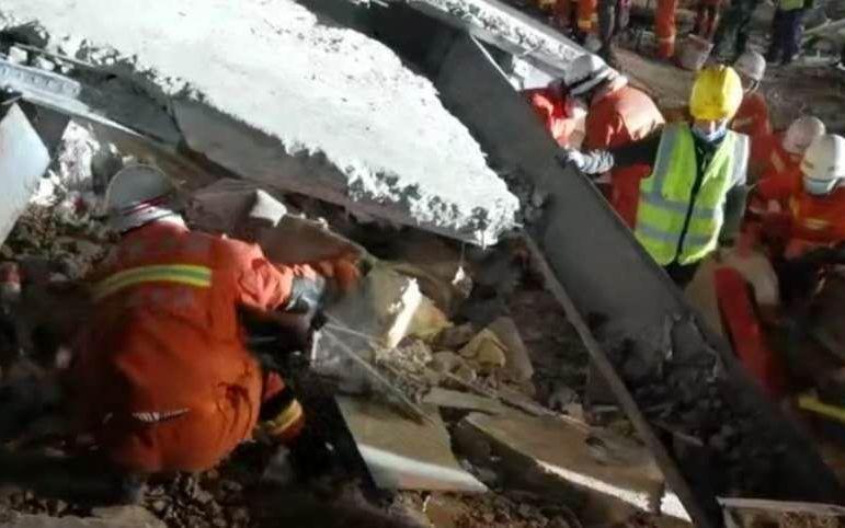 泉州酒店坍塌幸存者:房间有钢架 事发未被压到成功脱险