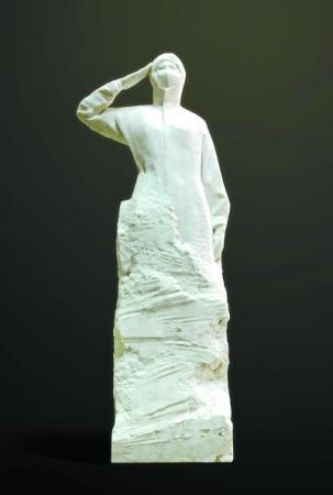 吴为山用汉白玉为白衣战士塑像