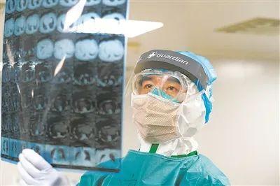闺女问起什么时候骏逸,33年军龄的医科用一句唐诗宋词回应.