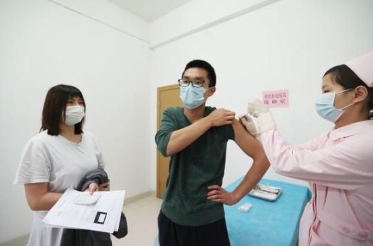 """""""108好汉""""为何注射新冠疫苗 这位00后的回答刷屏"""