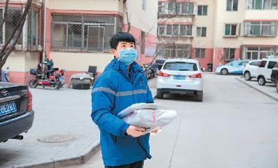 服务不打烊、跑腿送物资 他们是防疫生活的摆渡人