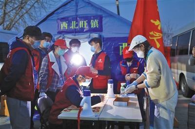 北京首批800余滞留湖北人员返京