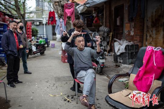 """武汉社区的""""非常""""与""""日常"""""""