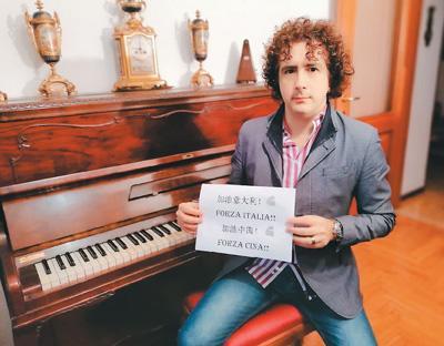 """意大利小伙创作中文歌曲 呼吁全世界""""共同战斗"""""""