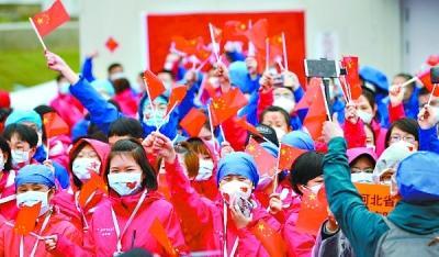 1090名援汉白衣战士撤离雷神山医院