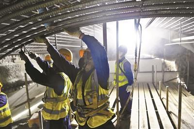 北京16条在建地铁线路已全面复工 现场到岗人员近4万人