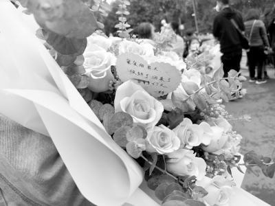 """分别67天 """"最美情话""""赵英明夫妻团聚含泪紧紧相拥"""