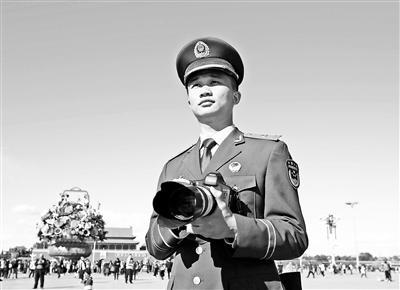 """95后""""兵记者""""用光影记录军旅生涯"""