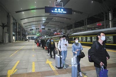 解封首日预计5.5万人乘火车离开武汉 四成左右前往珠三角