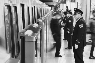 北京地铁1号线车辆距离跑进1分45秒是怎么做到的