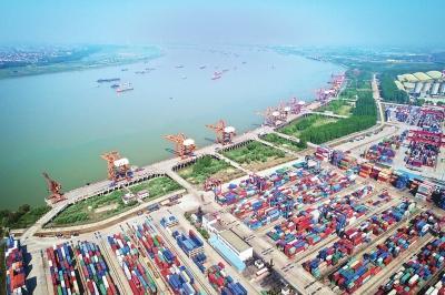 武汉开放的大门开得更大 恢复8条国际货运航线
