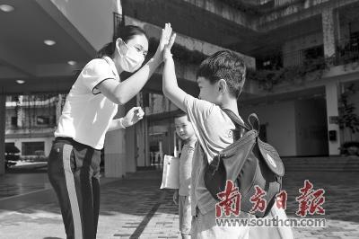 深圳幼儿园采自愿弹性上学制度 学生入园可摘口罩