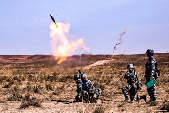 中国00后新兵激战西北大漠:真正感觉到了疆场气氛