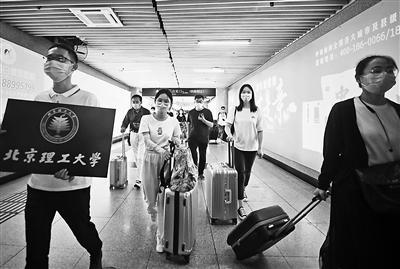北京高校首批學生昨日返校