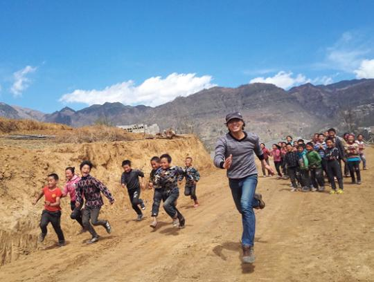 """大山深处的体育""""课"""":步行3个半小时去打一场友谊赛插图(1)"""