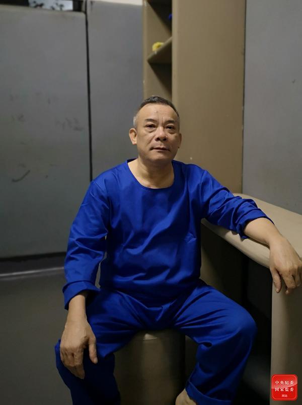 三亚原副市长蓝文全受贿细节披露:送钱者包厢外排队