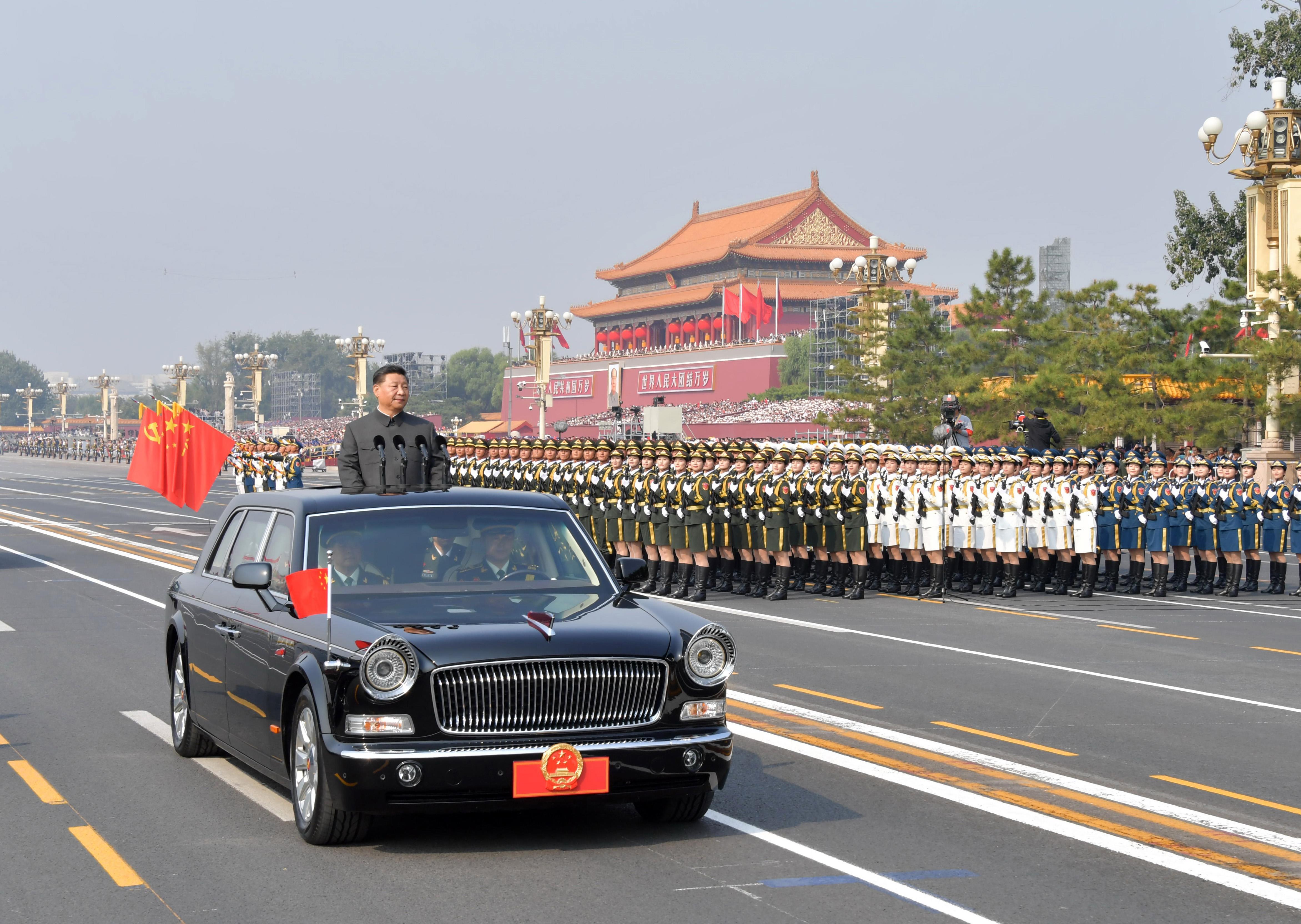 2019年10月1日,庆祝中华人民共和国成立70周年大会在北京天安门广场隆重举行。这是中共中央总书记、国家主席、中央军委主席习近平检阅受阅部队。