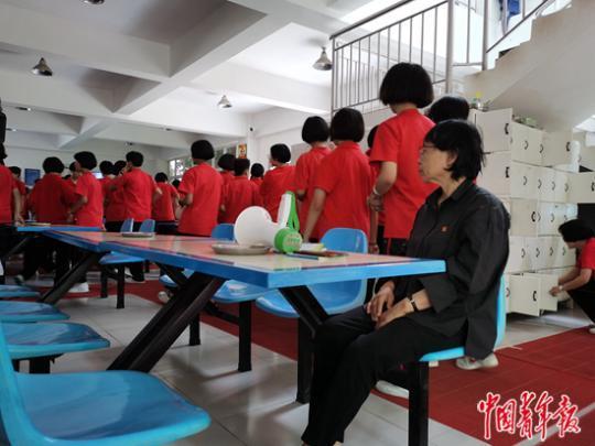 张桂梅和她创办的免费女子高中 改变女孩就是改变贫穷