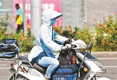 北京气温创新高,市民全副武装出行