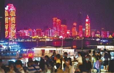 逆袭排版八方游客欢聚大武汉,英雄城市节日盛宴引发世界聚焦(图1)