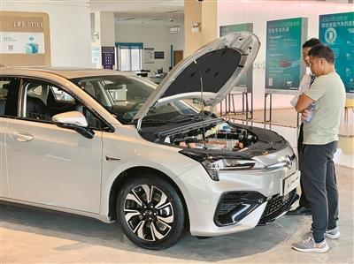 """""""新能源车大卖 技术与配套措施有待进一步提升"""