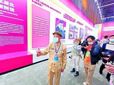 抗疫专题展览:他们在展览上看到了自己 心潮澎湃