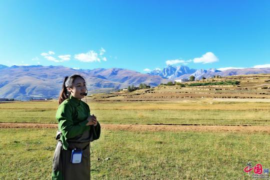 """听90后藏族姑娘拉珍讲故事:""""我应该回来讲述他们的伟大事迹"""""""