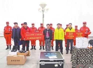 长江救援志愿队再次获赠保险和救援装备