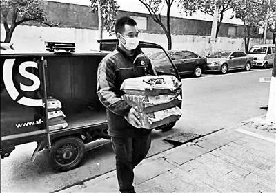 """温州4名""""快递小哥""""首获技术职称:觉得是种认可"""