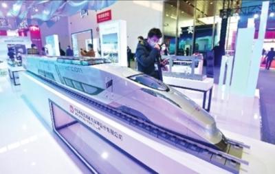 国产大飞机高速磁悬浮列车在武汉亮相