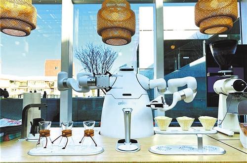 机器人赋能商业转型 商场服务机器人带来购物新体验