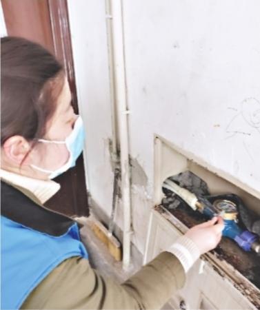 楼上漏水殃及楼下 90后网格员入户调解消除邻里矛盾