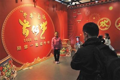 听故事、看电影、猜灯谜,首博今年春节开夜场