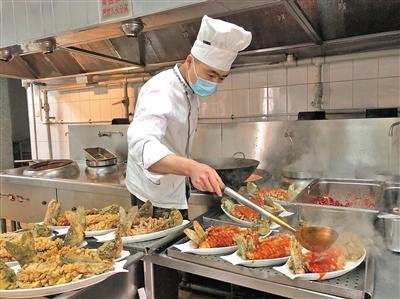 炊事班大厨王志的北京年:希望为妈妈做顿家宴