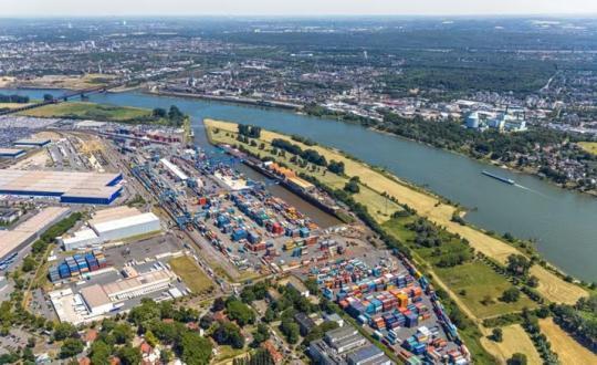 中欧班列疫情中逆势而行 德国港口装卸量创新纪录
