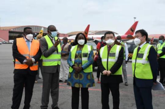 中国援安新冠疫苗运抵安哥拉