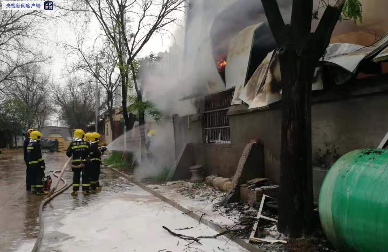 西安一建材城门面房着火 起火原因正在调查